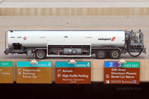normal_Swissport_fuel_truck_5194.jpg
